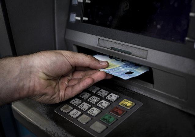 Ανάληψη μετρητών από ΑΤΜ
