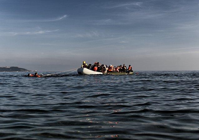 Πρόσφυγες φτάνουν στη Μυτιλήνη με βάρκα