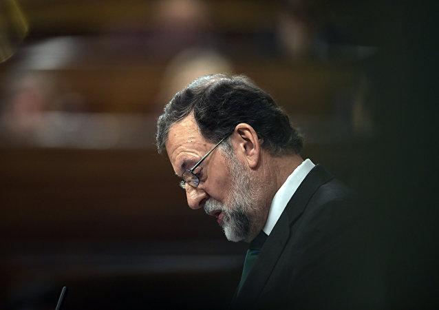 O ισπανός πρωθυπουργός Μαριάνο Ραχόι κατά τη συζήτηση πρότασης μομφής εναντίον του