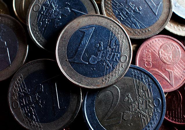 Νομίσματα του ενός και δύο ευρώ