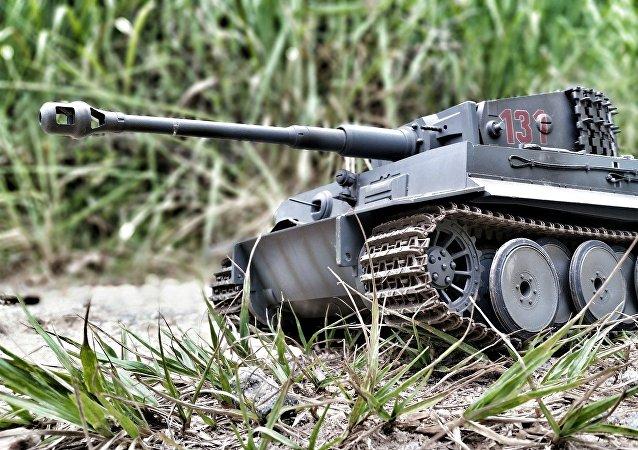 Στρατιωτικό όχημα σε μινιατούρα