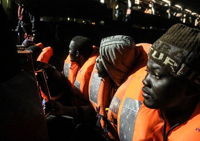 Διάσωση μεταναστών από το Aquarius
