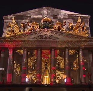 Εντυπωσιακό σόου με φωτισμούς στο Θέατρο Μπολσόι