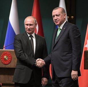 O πρόεδρος της Ρωσίας, Βλαντιμίρ Πούτιν, και ο πρόεδρος της Τουρκίας, Ρετζέπ Ταγίπ Ερντογάν