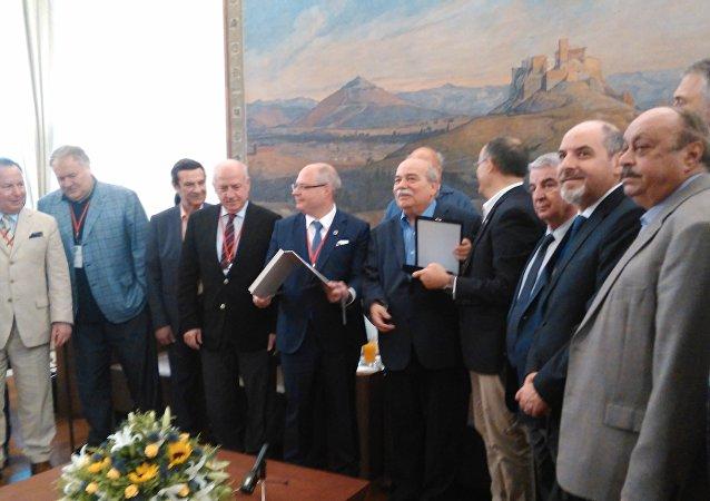Τα όργανα της ΔΣΟ με τον Πρόεδρο της Βουλής, κ. Νίκο Βούτση.