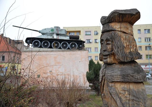 Μνημείο στη μνήμη των στρατιωτών που σκοτώθηκαν το 1945