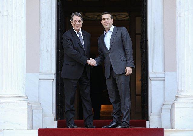 Ο Πρόεδρος της Κυπριακής Δημοκρατίας Νίκος Αναστασιάδης με τον Πρωθυπουργό Αλέξη Τσίπρα