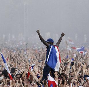 Γάλλοι υποδέχονται τη νικήτρια ομάδα του Παγκοσμίου Κυπέλλου 2018