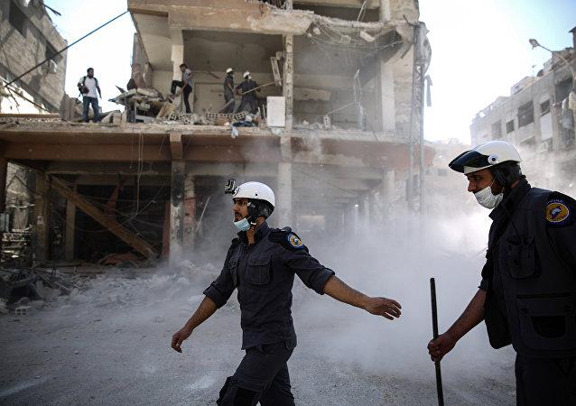 Μέλος της οργάνωσης «Λευκά Κράνη» στη Συρία