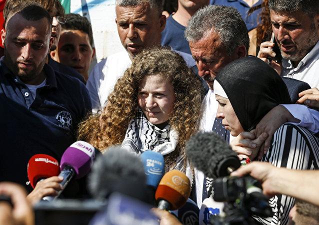 Η έφηβη Παλαιστίνια Άχεντ Ταμίμι απελευθερώθηκε μετά από οκτώ μήνες σε φυλακή του Ισραήλ