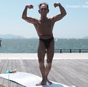 Άσκηση, ρύζι και σούπα μίσο! 82-χρόνος μπόντι μπίλντερ αποκαλύπτει τα μυστικά του