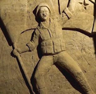 Γλυπτά έργα κοσμούν πρώην υπόγειες σήραγγες μαχητών στη Συρία