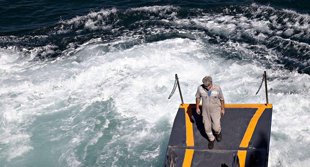 Πλοίο στο λιμάνι του Πειραιά
