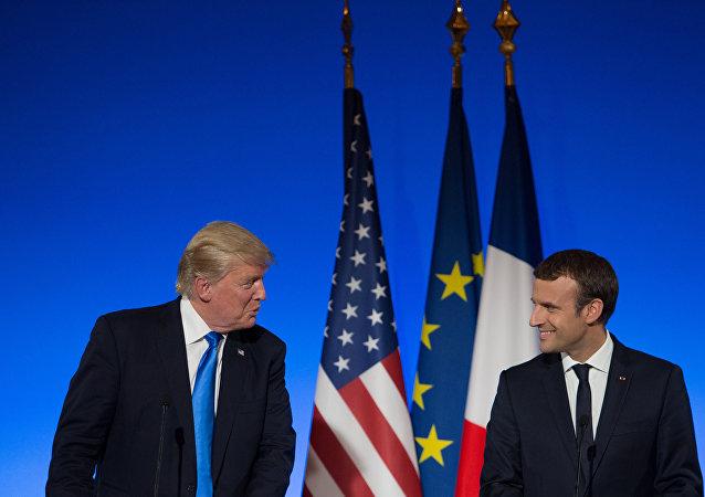 Ο Ντόναλντ Τραμπ με τον Εμανουέλ Μακρόν.