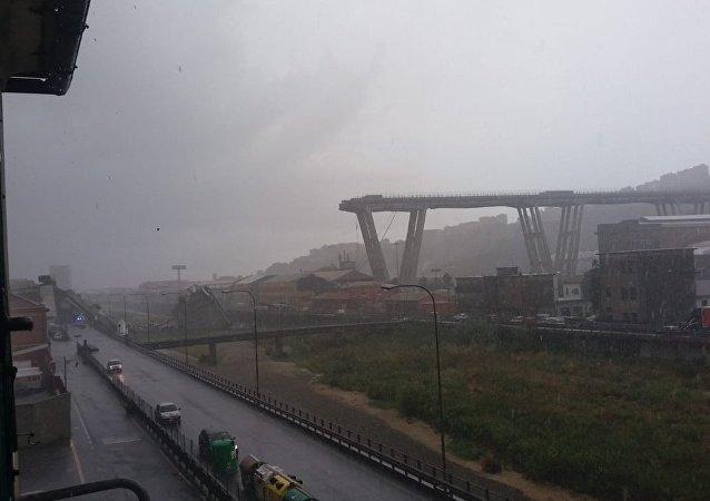 Κατάρρευση γέφυρας σε αυτοκινητόδρομο κοντά στη Γένοβα