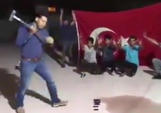 Τούρκοι σπάνε τα iPhone μετά την προτροπή Ερντογάν
