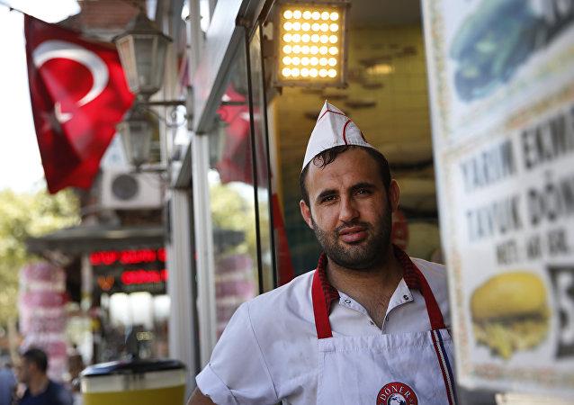 Η κρίση της τουρκικής λίρας επιβαρύνει την καθημερινότητα