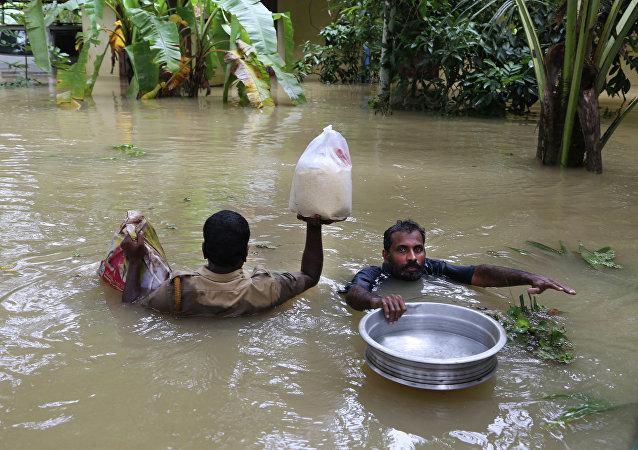 Ινδία: Στους 370 οι νεκροί από τις πλημμύρες
