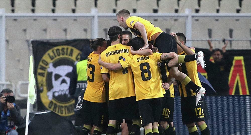 Παίκτες της ΑΕΚ πανηγυρίζουν γκολ