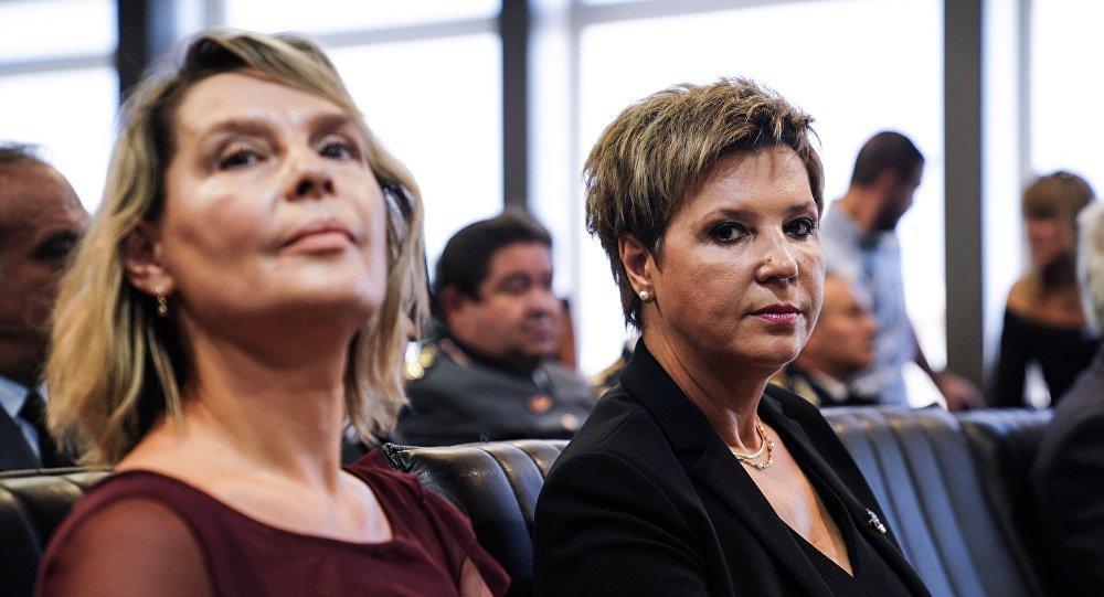 Η Όλγα Γεροβασίλη και η Κατερίνα Παπακώστα στην τελετή παράδοσης - παραλαβής του υπουργείου Προστασίας του Πολίτη