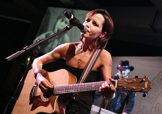 H Ντολόρες Ο' Ριόρνταν τραγουδίστρια των Cranberries