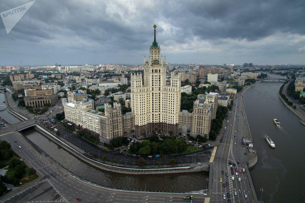 Ουρανοξύστης στο ανάχωμα Κοτέλνιτσεσκαγια στη Μόσχα