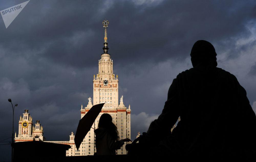 Το κεντρικό κτίριο του Πανεπιστημίου Λομονόσοβ στη Μόσχα