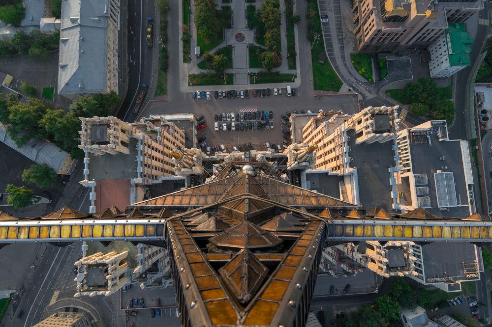 Το αστέρι στην οροφή του ουρανοξύστη στην πλατεία Κουντρίσκαγια