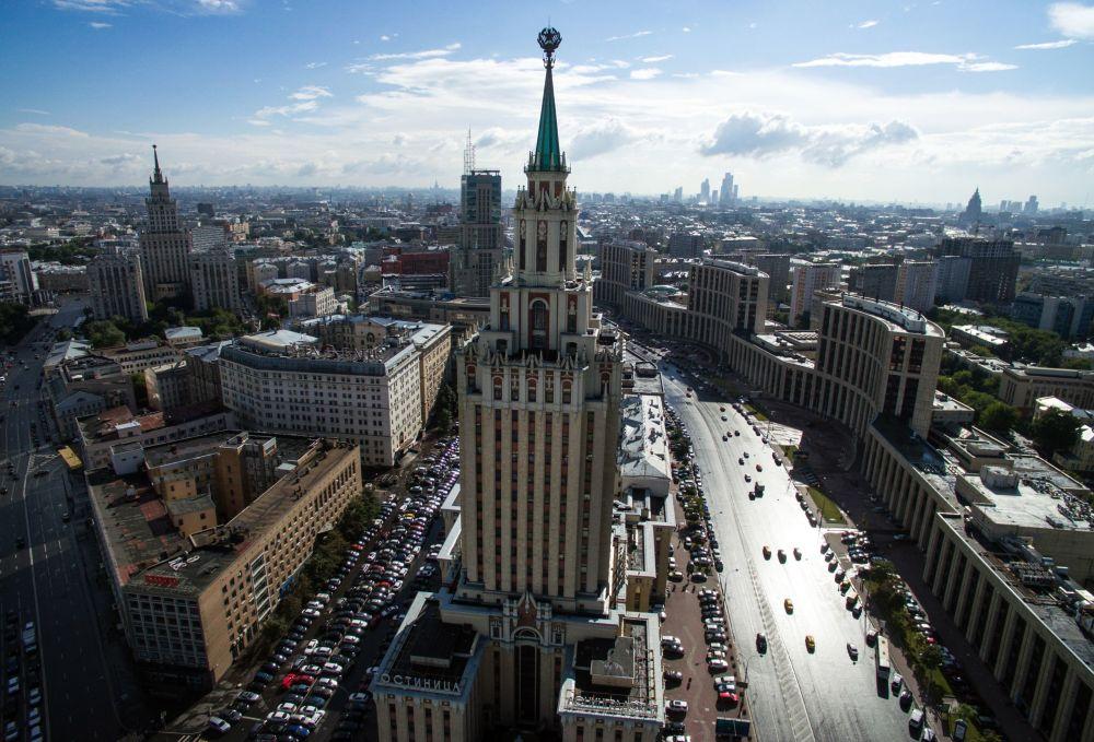 Το ξενοδοχείο Hilton Moscow Λενινγκράντσκαγια κοντά στην πλατεία Κομσομόλσκαγια