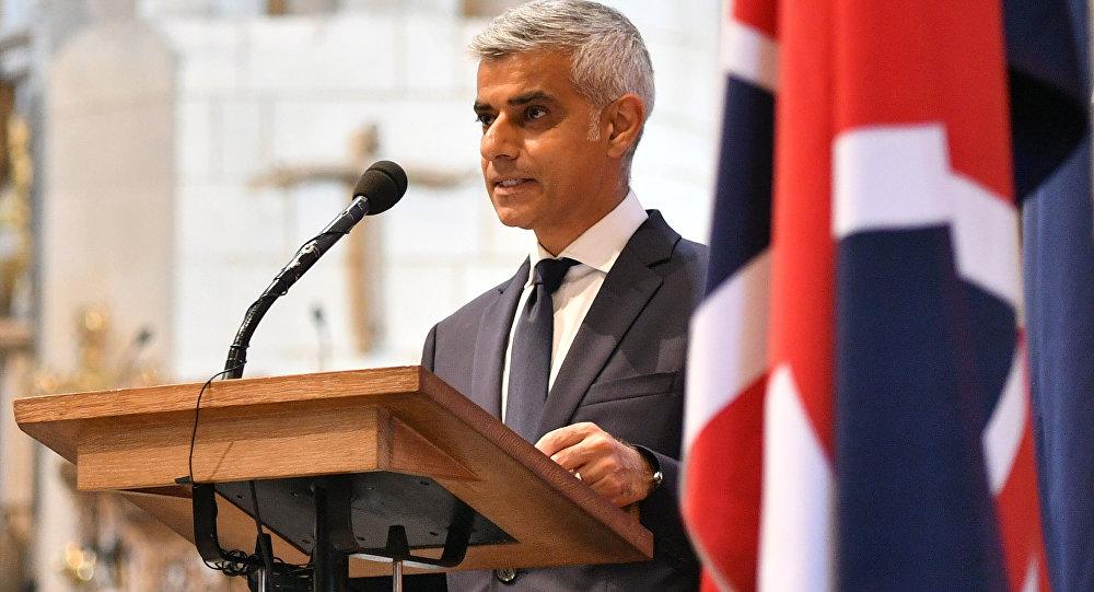 Ο δήμαρχος Λονδίνου Σαντίκ Καν