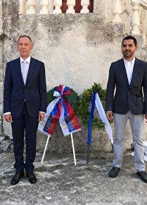 O πρέσβης της Ρωσίας στην Ελλάδα, Αντρέι Μασλόβ, και ο δήμαρχος του Πόρου, Ιωάννης Δημητριάδης